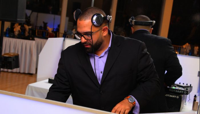 DJ React